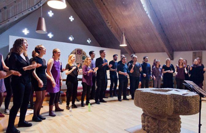 Utradionel gudstjeneste med SMÅ-koret